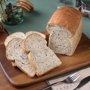 vegan wholewheat spinach bread